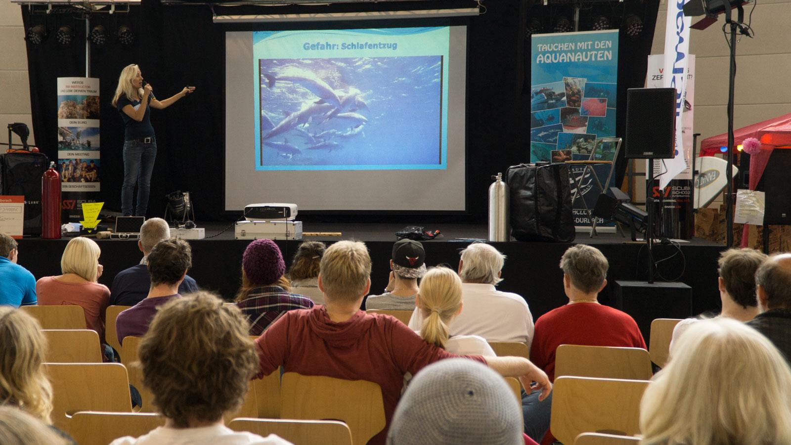 Vortrag über den Schutz der Delfin